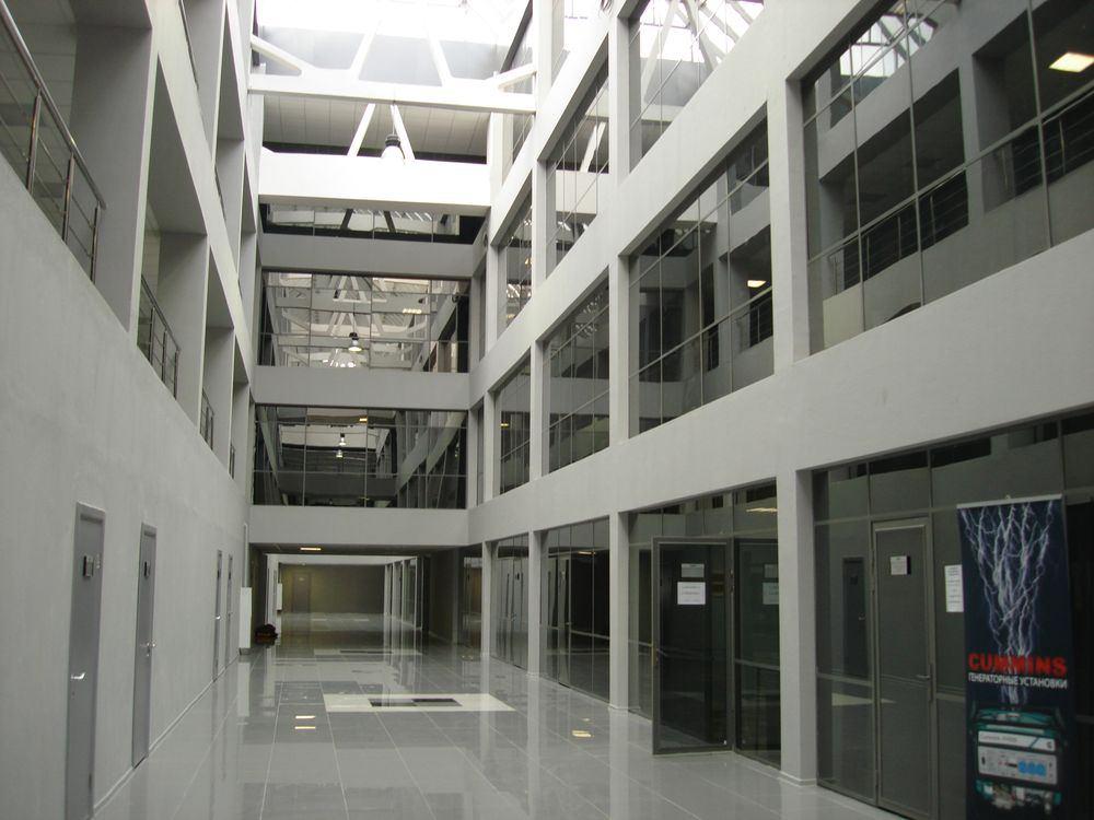 Сегодня стеклопакет триплекс часто встречается в оформлении фасадов, лоджий и балконов